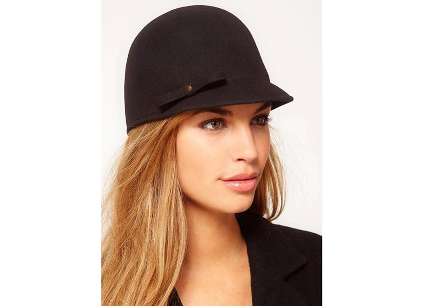 Картинка с черной женской кепкой типа колокол